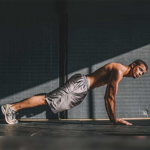Các bài tập plank cho nam giới có cơ sáu múi